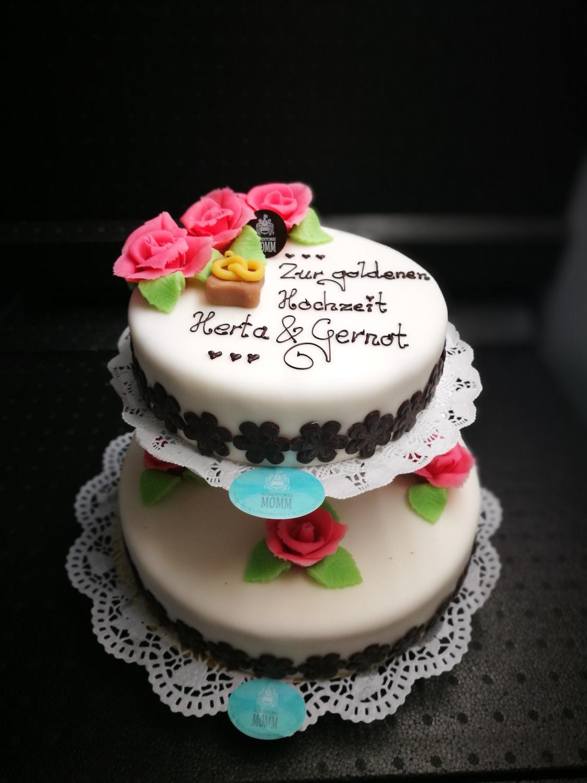 elegant torte mit fondant goldene hochzeit schmuck. Black Bedroom Furniture Sets. Home Design Ideas